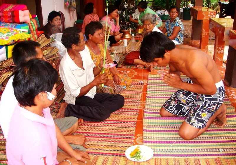Посвящение в буддийские монахи